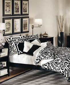 19 traditional black and white bedroom that inspire digsdigs With black and white bedroom decor