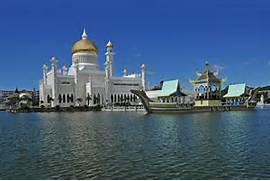 sultan omar ali saifuddien mosque is a royal islamic mosque located in      Beautiful Masjid On Water