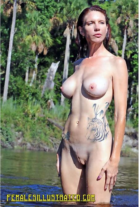 Shaved Vaginas, Flash Public Tits, Pussy - FemalesIllustrated.com