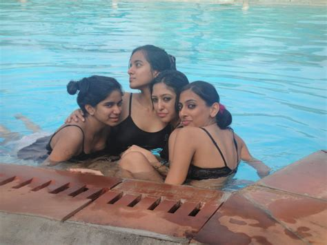 Very Hot Group Of Girls Bathing At Water Pool Chuttiyappa