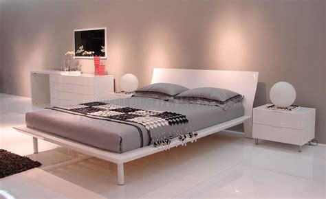 white lacquer finish modern bedroom w platform bed