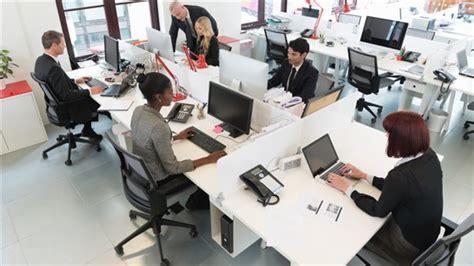 travail au bureau les canadiens heureux au travail selon un sondage ici