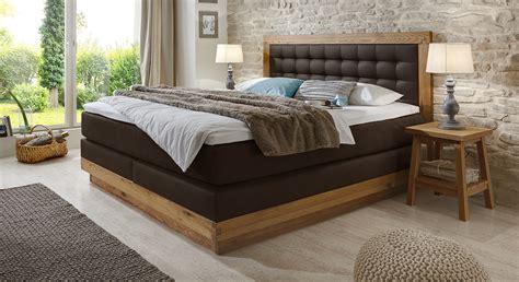 modernes wohnzimmer beige trkis schlafzimmer modern braun boxspringbett kreative deko ideen und innenarchitektur
