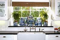 blue and white kitchen The Glam Pad: 25 Classic White Kitchens with Blue & White ...