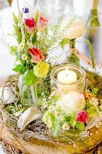 Baumscheiben Deko Hochzeit : die besten 25 tischdeko mit baumscheiben ideen auf pinterest ideen mit baumscheiben ~ Yasmunasinghe.com Haus und Dekorationen