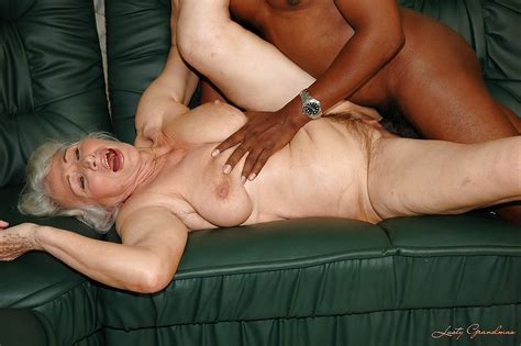 Lustful Granny Gets Her Twat Nailed By Fucking Machine And