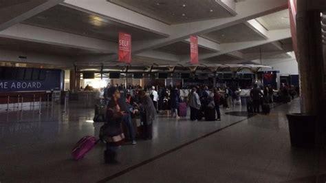 shkrepjet  perkryera te cmendurise ne aeroportin