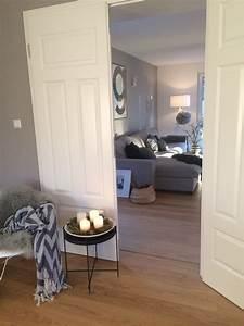 Wandgestaltung Wohnzimmer Erdtöne : die besten 17 ideen zu graue sofas auf pinterest lounge decor familienzimmer dekoration und ~ Markanthonyermac.com Haus und Dekorationen