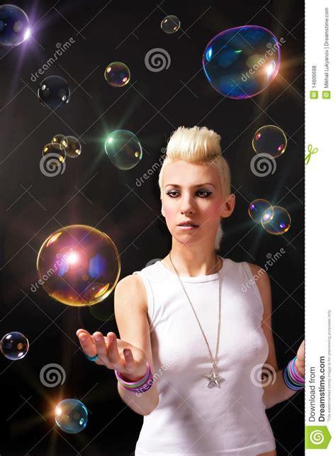 le avec des bulles fille avec des bulles de savon photos libres de droits image 14606698