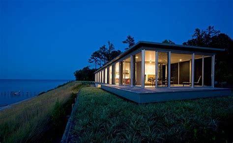 Sophisticated River House Design Brings Back Nature