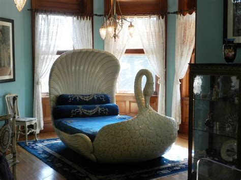 Bedroom Furniture Richmond Va by Opulent Swan Bed In Blue Bedroom At Maymont Mansion In