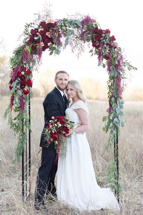 30 Winter Wedding Arches And Altars To Get Inspired