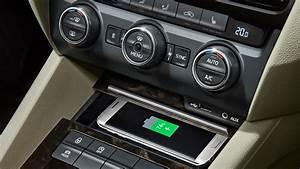 Handyhalterung Auto Wireless Charging : wireless charging the koda phonebox koda storyboard ~ Kayakingforconservation.com Haus und Dekorationen