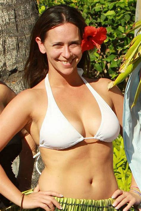 jennifer love hewitt bikini 50 jennifer love hewitt bikini picture hot thigh images