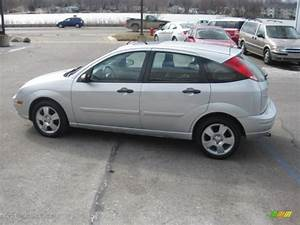 Ford Focus 2006 : cd silver metallic 2006 ford focus zx5 ses hatchback ~ Melissatoandfro.com Idées de Décoration