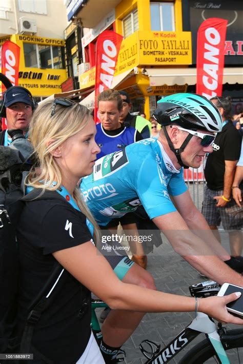 Bennett had been repeatedly linked with a move away from the german team after missing out on selection for both the giro d'italia and tour de france this year. Arrival / Sam Bennett of Ireland and Team Bora-Hansgrohe ...