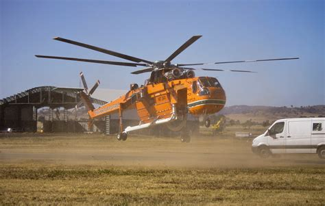 File:Elvis (Erickson Air-Crane) taking off from Wagga ...
