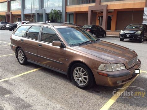 Volvo V40 2001 Lpt 1.9 In Selangor Automatic Wagon Brown