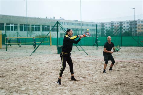 Noskaidroti uzvarētāji pilsētas pludmales tenisa ...