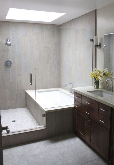 Decorating Ideas For Narrow Bathrooms by Best 25 Narrow Bathroom Ideas On Narrow