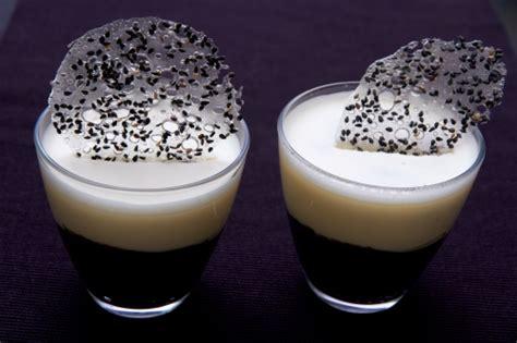 duo de mousses s 233 same noir et chocolat blanc la cuisine 224 quatre mains