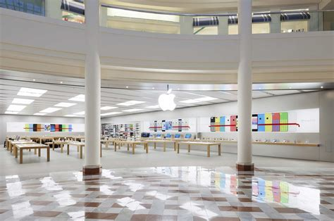 Thieves Loot Apple Store Delivery Ahead Of Iphone X Launch