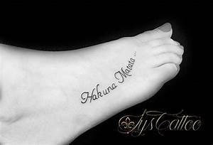 Tatouage Minimaliste : tatouage dessus du pied femme tatou lettrage criture ~ Melissatoandfro.com Idées de Décoration