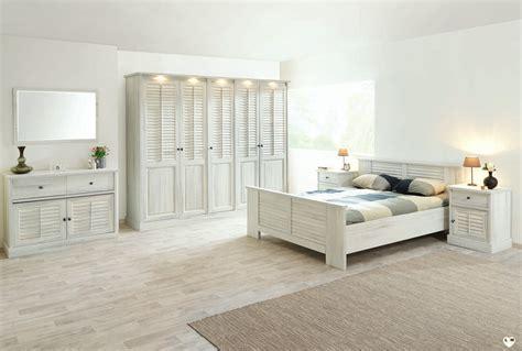 chambre bois blanc merida bois blanc vieilli ensemble chambre a coucher