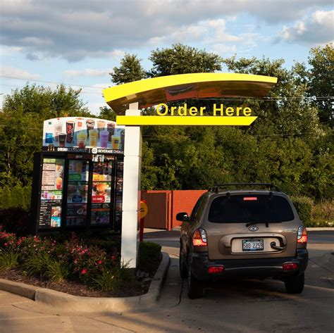 Bad Habits You Should Avoid in the Drive-Thru | Reader's ...