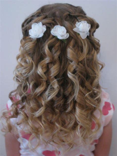 coiffure mariage fille cheveux mi coiffure fillette mariage tendances 2018
