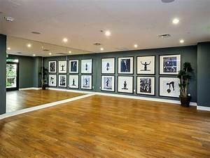 Raum Größer Wirken Lassen Streifen : keller die spiegel lassen den raum gr er wirken aber statt holzboden lieber was ~ Markanthonyermac.com Haus und Dekorationen
