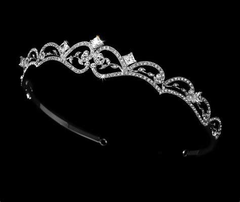 25 Best Ideas About Wedding Tiara Veil On Pinterest
