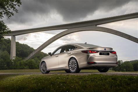 Safest Electric Cars 2016 by Safest Hybrid And Electric Car Lexus Es Safest Cars For