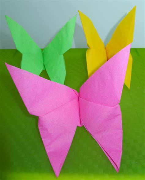 pliage de serviette de table en forme de papillon r 233 aliser un papillon avec une serviette en