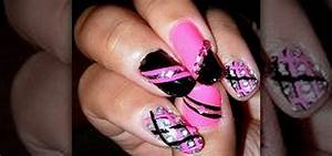 How to create a hot pink and black nail art design ? nails
