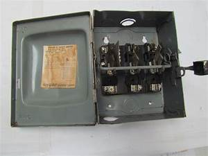 Square D D321n Ser A1 30 Amp 240vac Fused Safety Switch