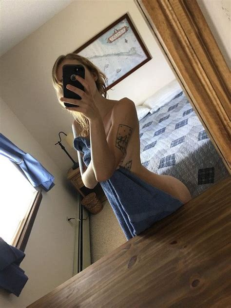 Hot Girls Posing In Front Of Mirrors Barnorama