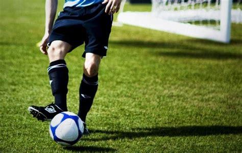 Menendang Bola dengan Kaki Bagian Dalam dengan Benar ...