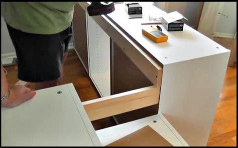 ikea creation cuisine il fabrique un lit d 39 ado avec des armoires de cuisine ikea
