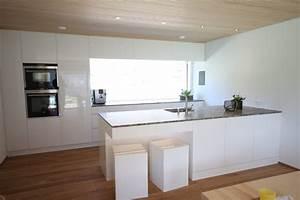 Küche Weiss Modern : k che modern wei braun beige hochglanz k che und holz arbeitsplatte wohnen pinterest ~ Sanjose-hotels-ca.com Haus und Dekorationen