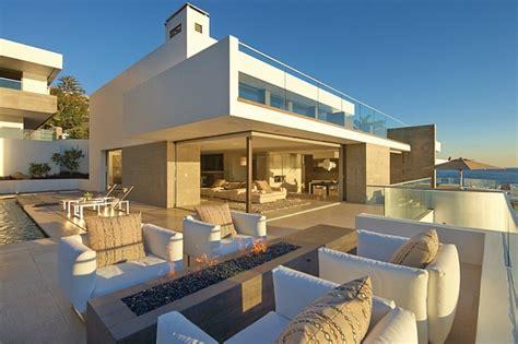 incredible beach house  california brings  ocean indoors