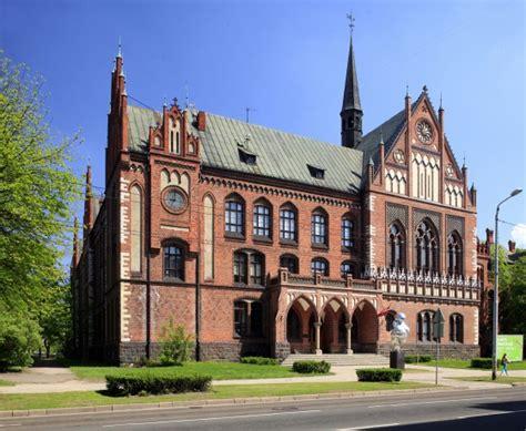 Par akadēmiju — Latvijas Mākslas akadēmija
