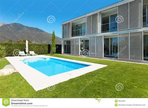 villa moderne avec la piscine image stock image 35010657