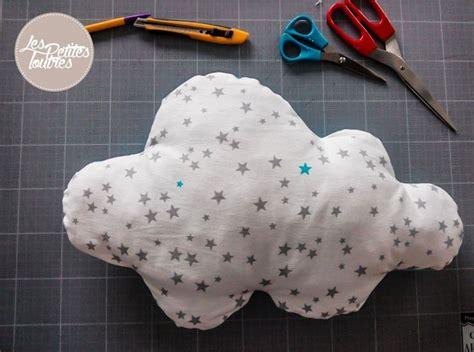 couture deco chambre bebe diy tutoriel coussin nuage les petites loutres diy