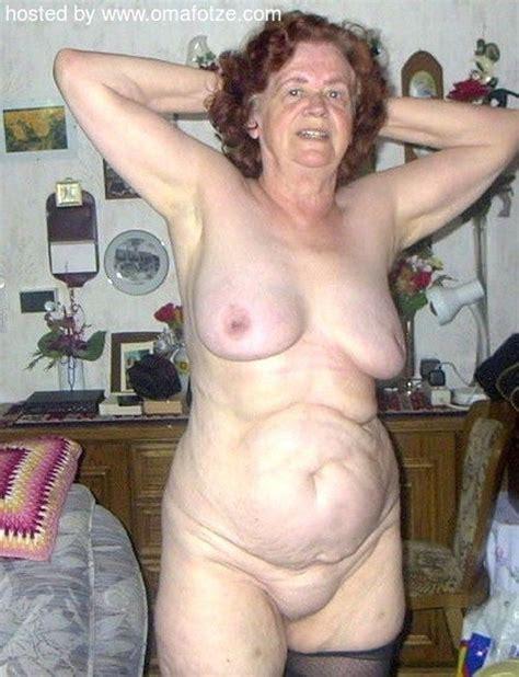 sehr reife nackt