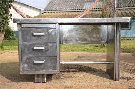 bureau gris metal dans meuble bureau metallique