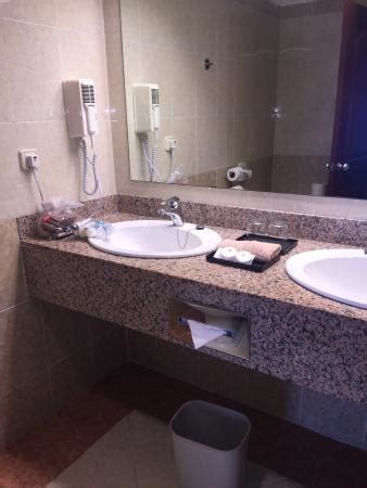 bathroom sinks dual sinks picture  hotel riu montego