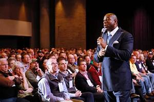 What to Expect When Booking a Celebrity Speaker - BigSpeak ...