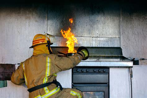 kitchen fires   prevent  put   flames