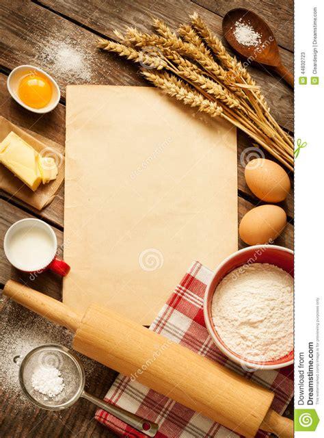 fond blanc cuisine ingrédients ruraux de gâteau de cuisson de cuisine et papier blanc fond photo stock image